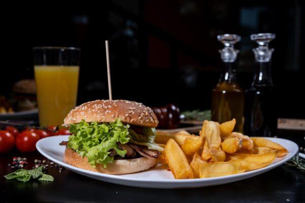 EGGCELLENT BURGER (550g) - Burgeri Baia Mare - The Oak Baia Mare